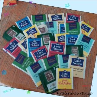 Eigentlich ein Herz... ;) - Aus schönem Tonkarton ausgeschnitten und mit Tesa Tee dra geklebt ;) - Variante: Fotos unter dem Tee verstecken ;)